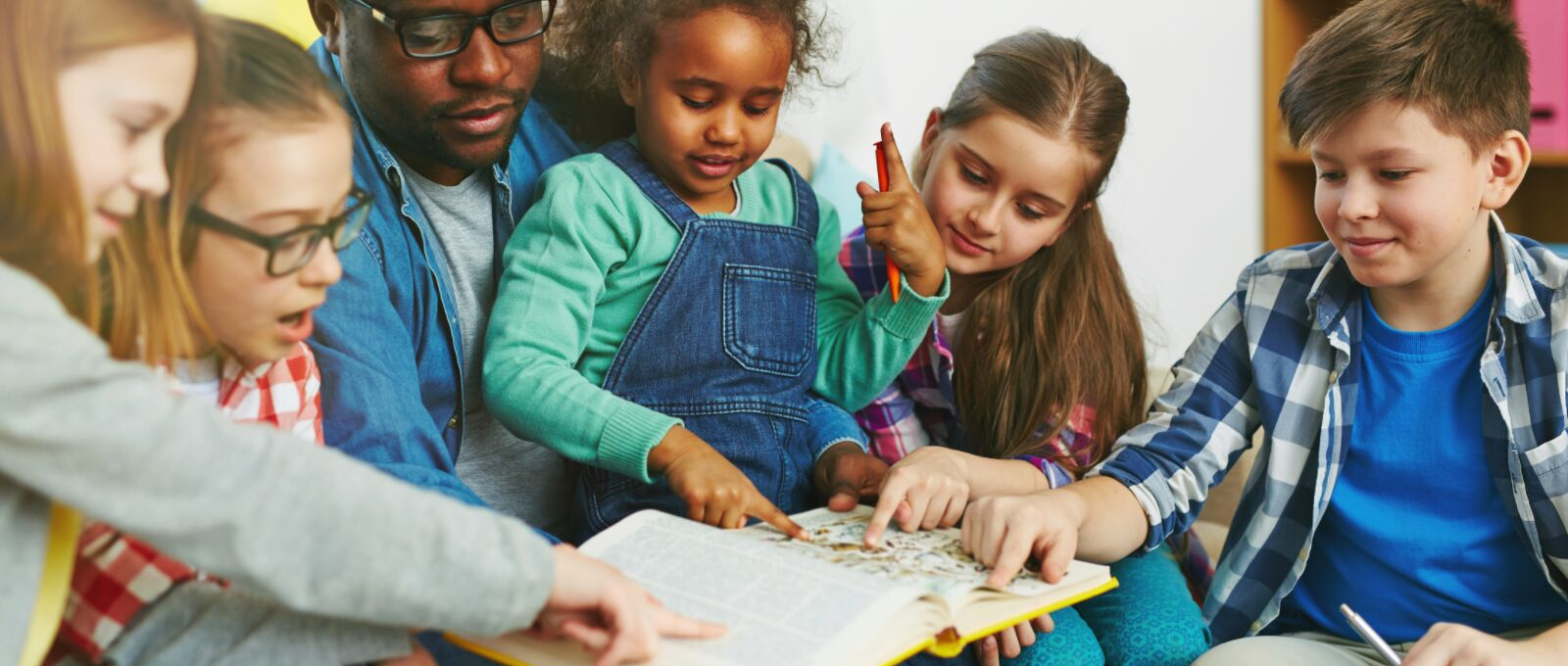 Dad engaging kids in book boosting early childhood literacy